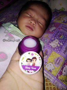 baby-newborn-tidur-lena-dengan-sapuan-sleep-time-balm